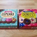 カップケーキ型のチョコレートとドーナツ型のチョコレート